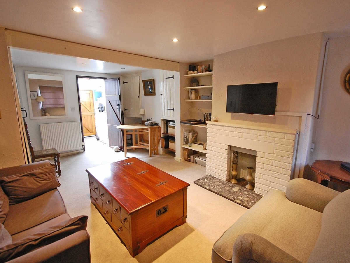 1 bedroom  House for sale in Gloucestershire - Slide-2