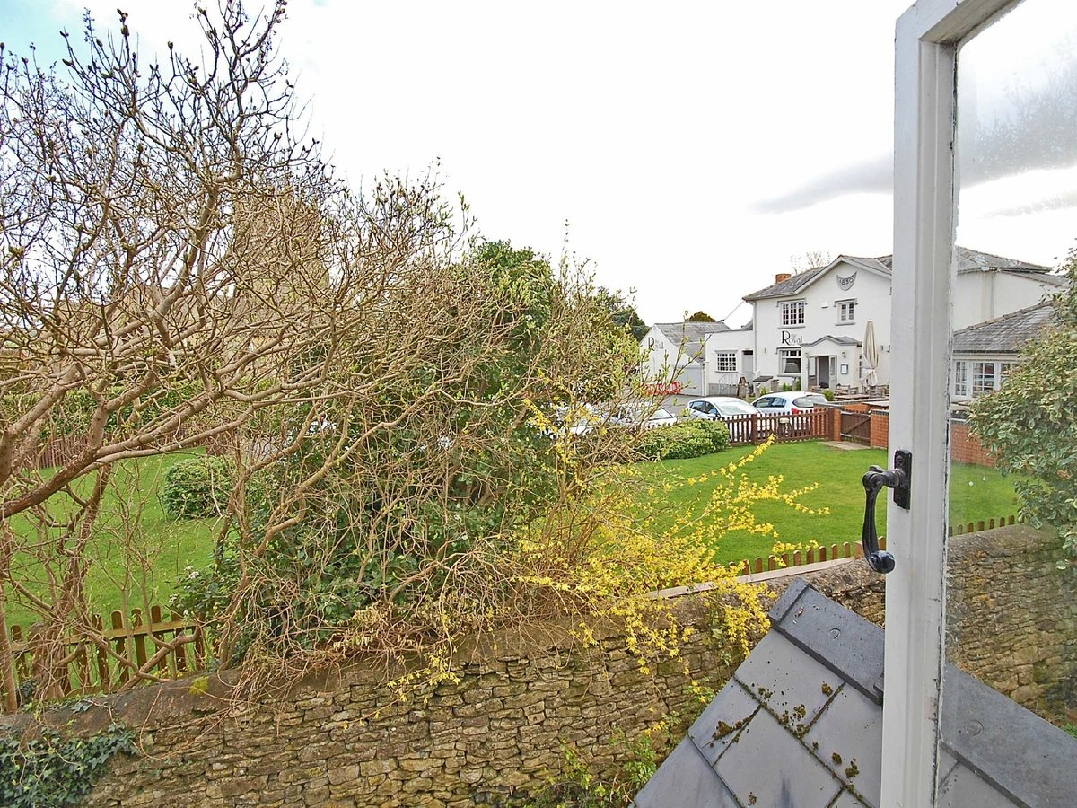 1 bedroom  House for sale in Gloucestershire - Slide-8