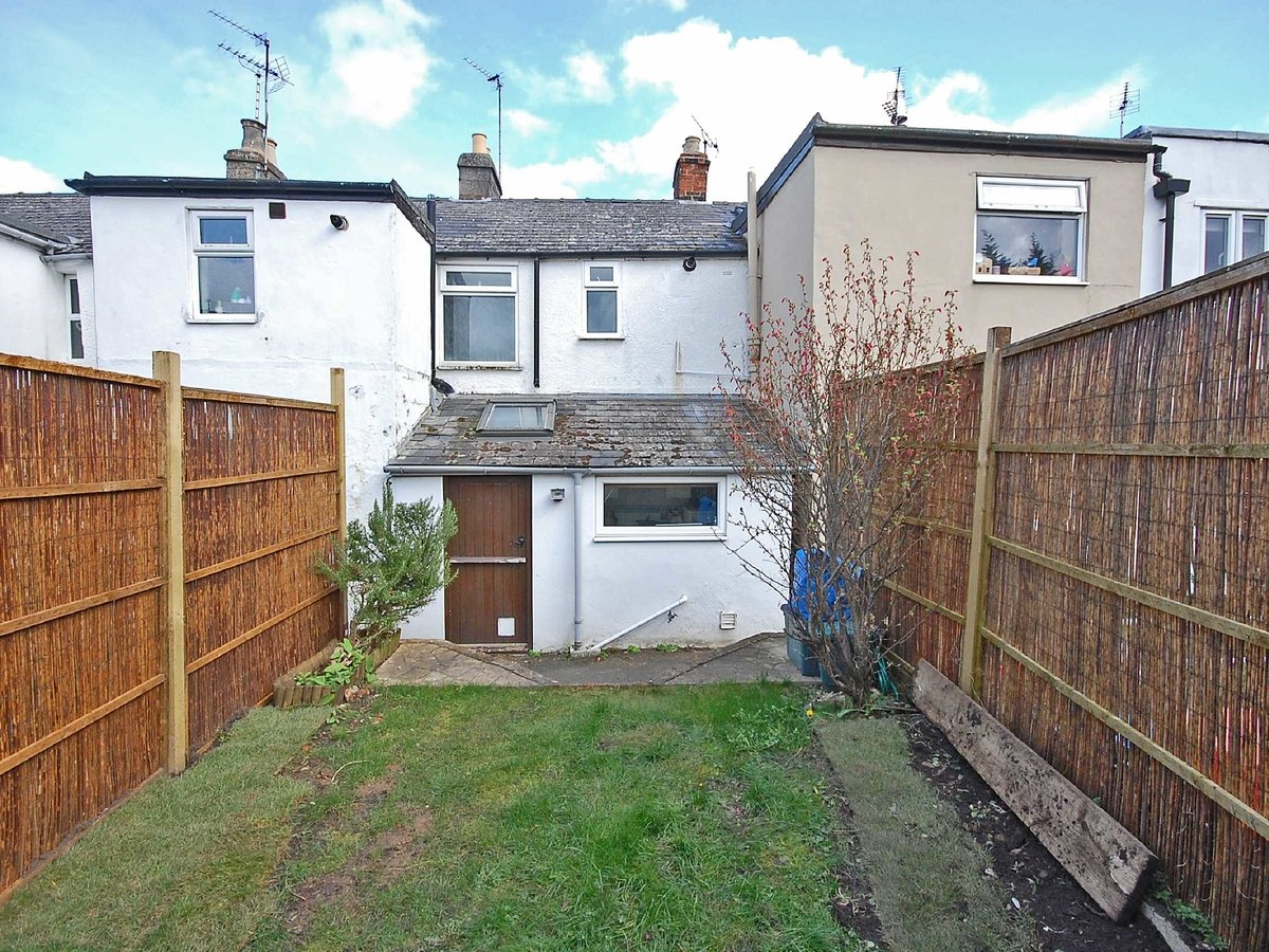 1 bedroom  House for sale in Gloucestershire - Slide-4