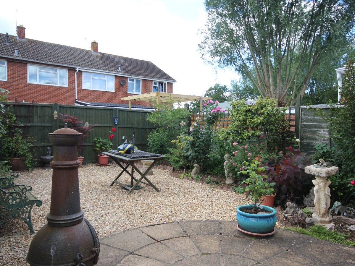 2 bedroom  House,Bungalow for sale in Gloucestershire - Slide-8