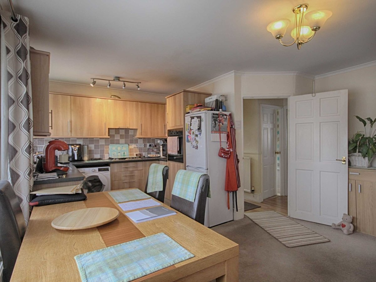 2 bedroom  House,Bungalow for sale in Gloucestershire - Slide-4