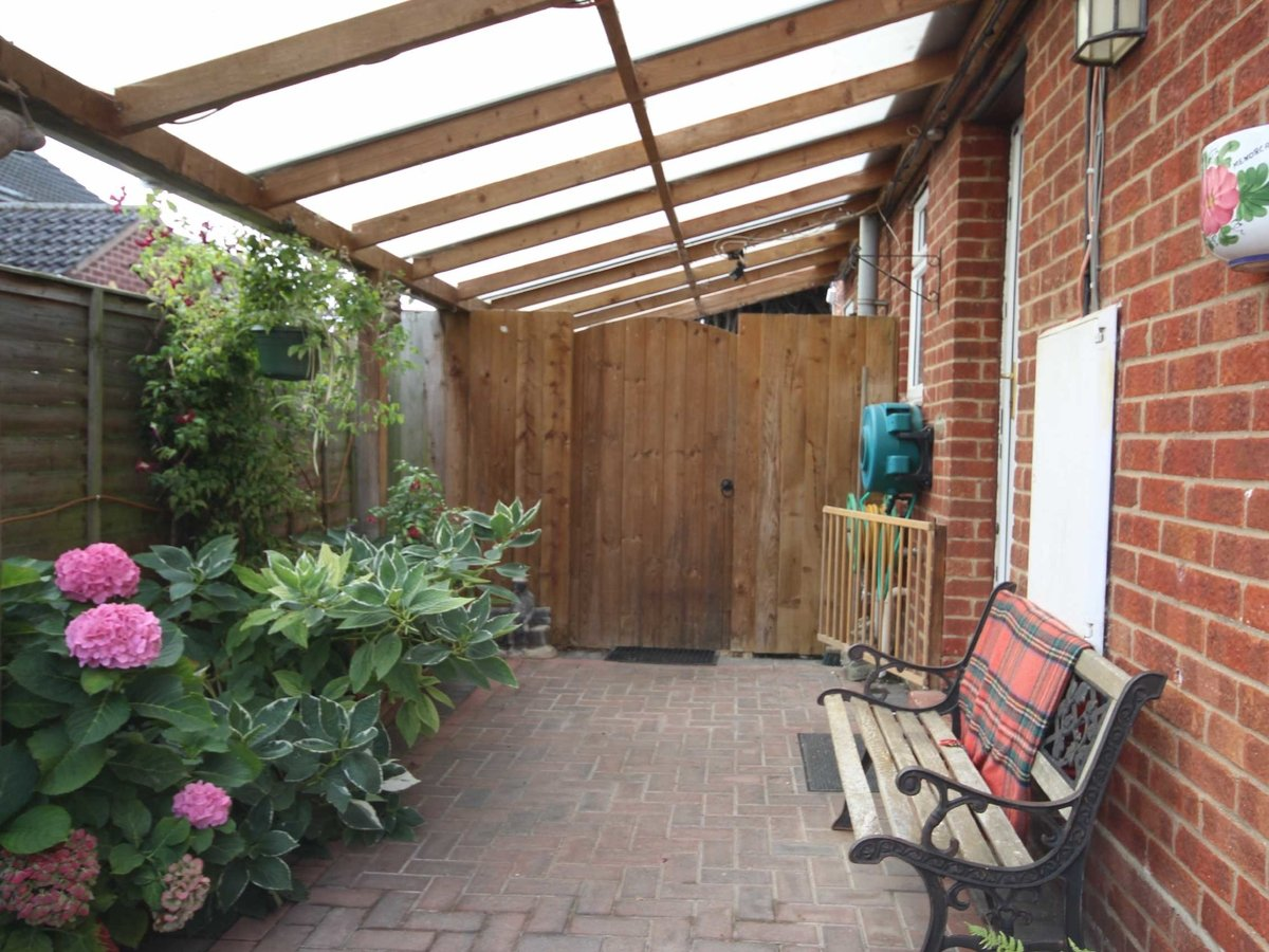 2 bedroom  House,Bungalow for sale in Gloucestershire - Slide-9
