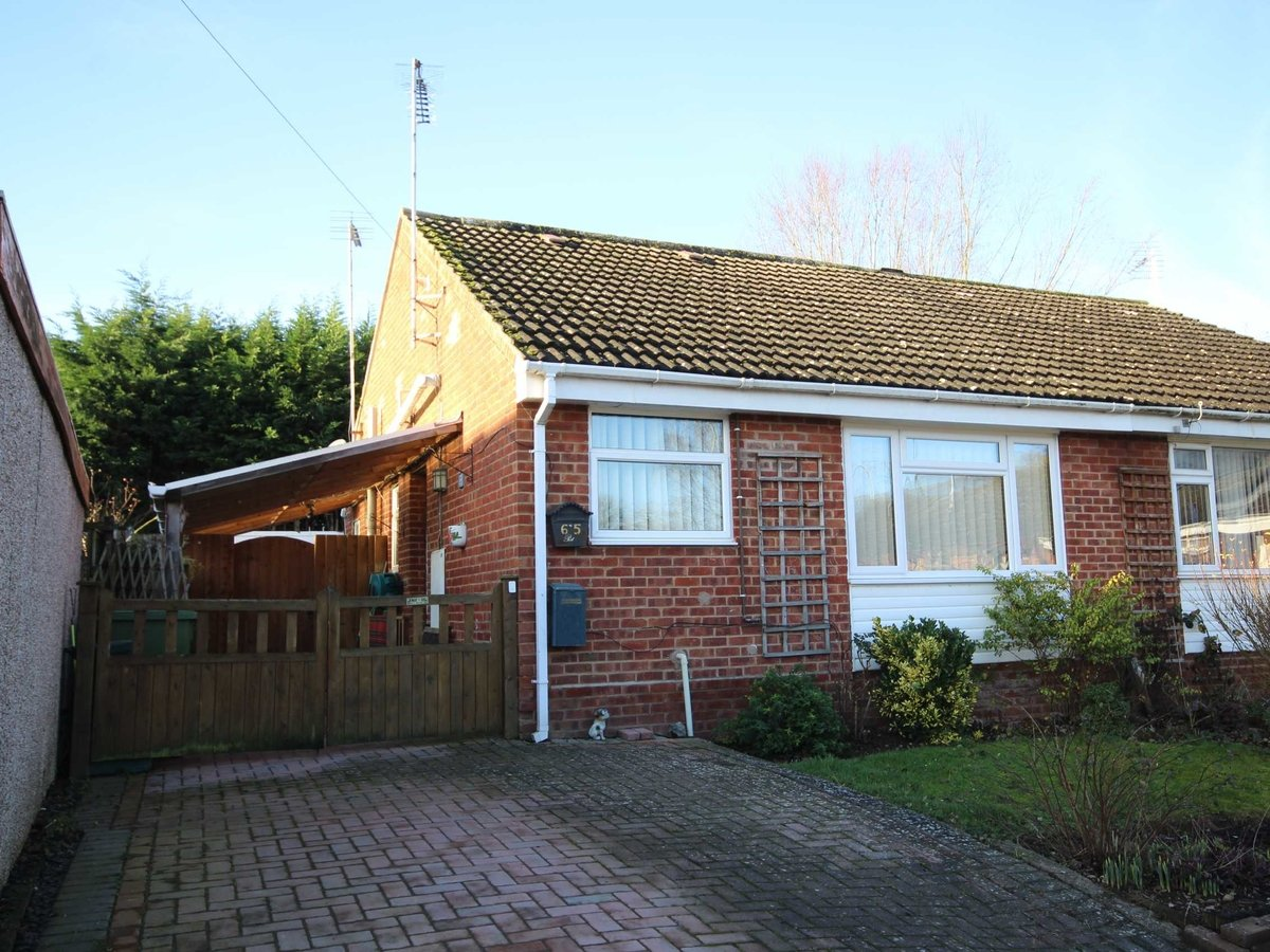 2 bedroom  House,Bungalow for sale in Gloucestershire - Slide-1