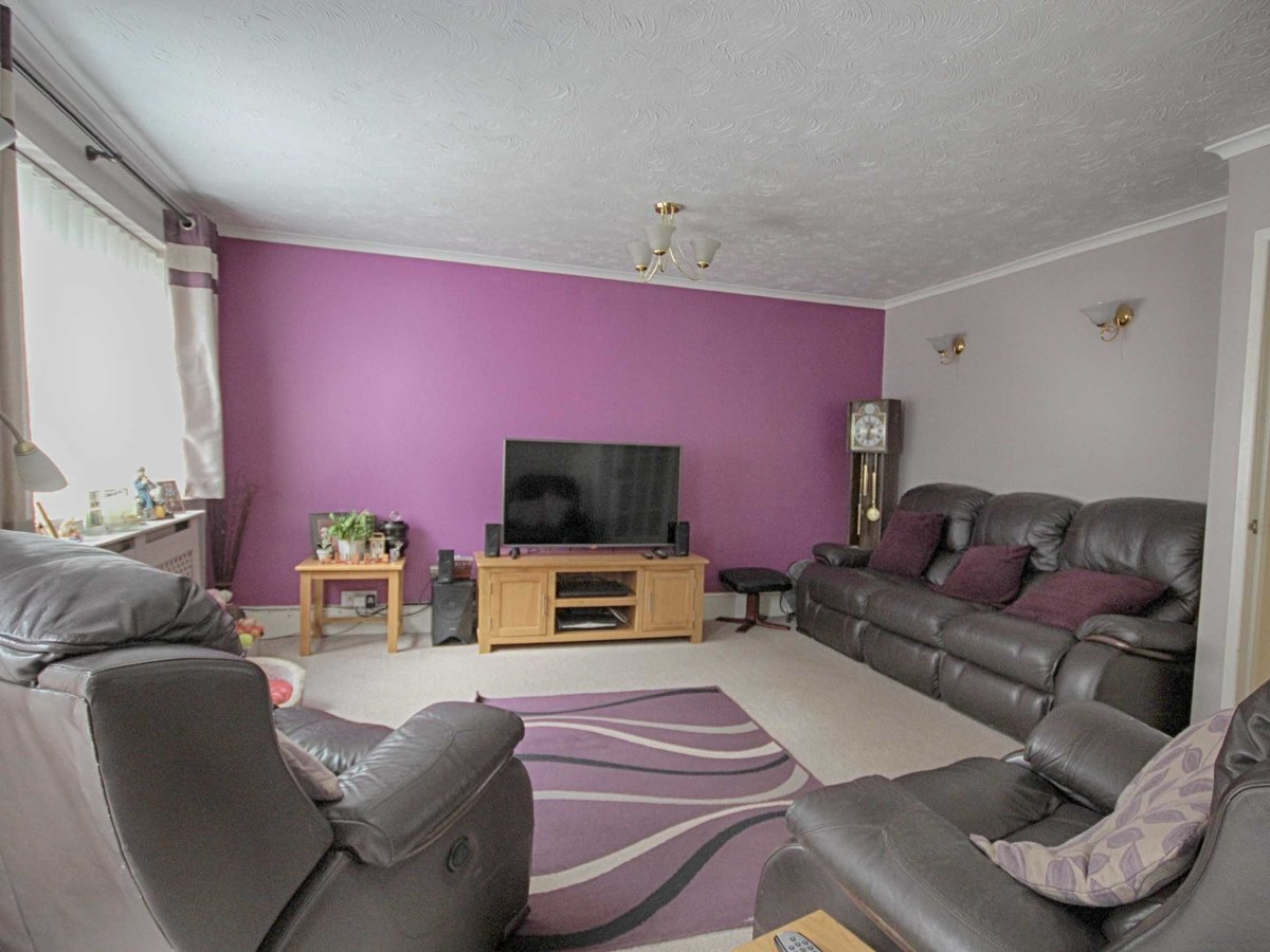 2 bedroom  House,Bungalow for sale in Gloucestershire - Slide-3