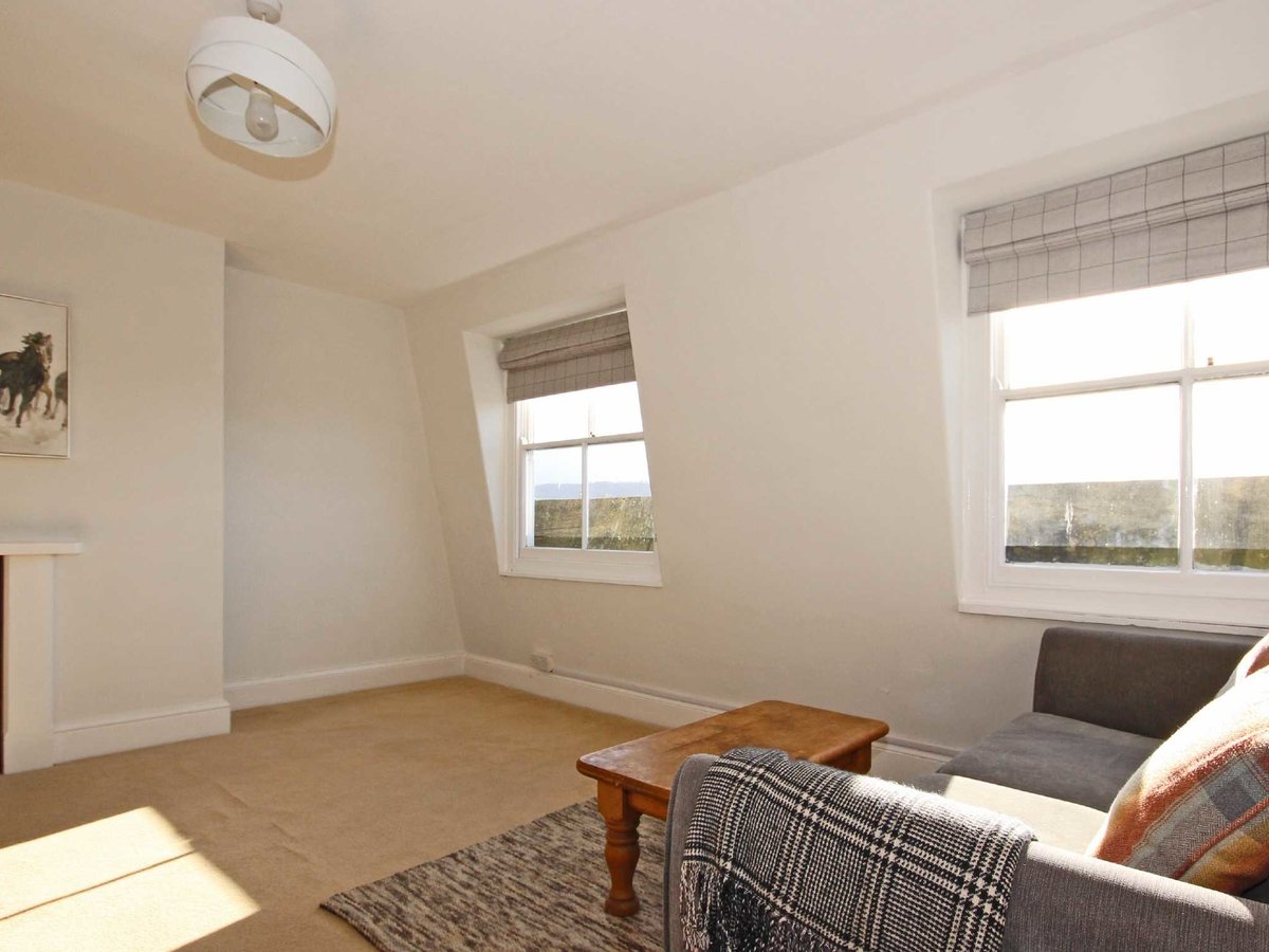 1 bedroom  Flat/Apartment for sale in Gloucestershire - Slide-3