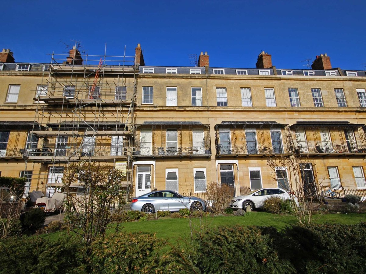 1 bedroom  Flat/Apartment for sale in Gloucestershire - Slide-1