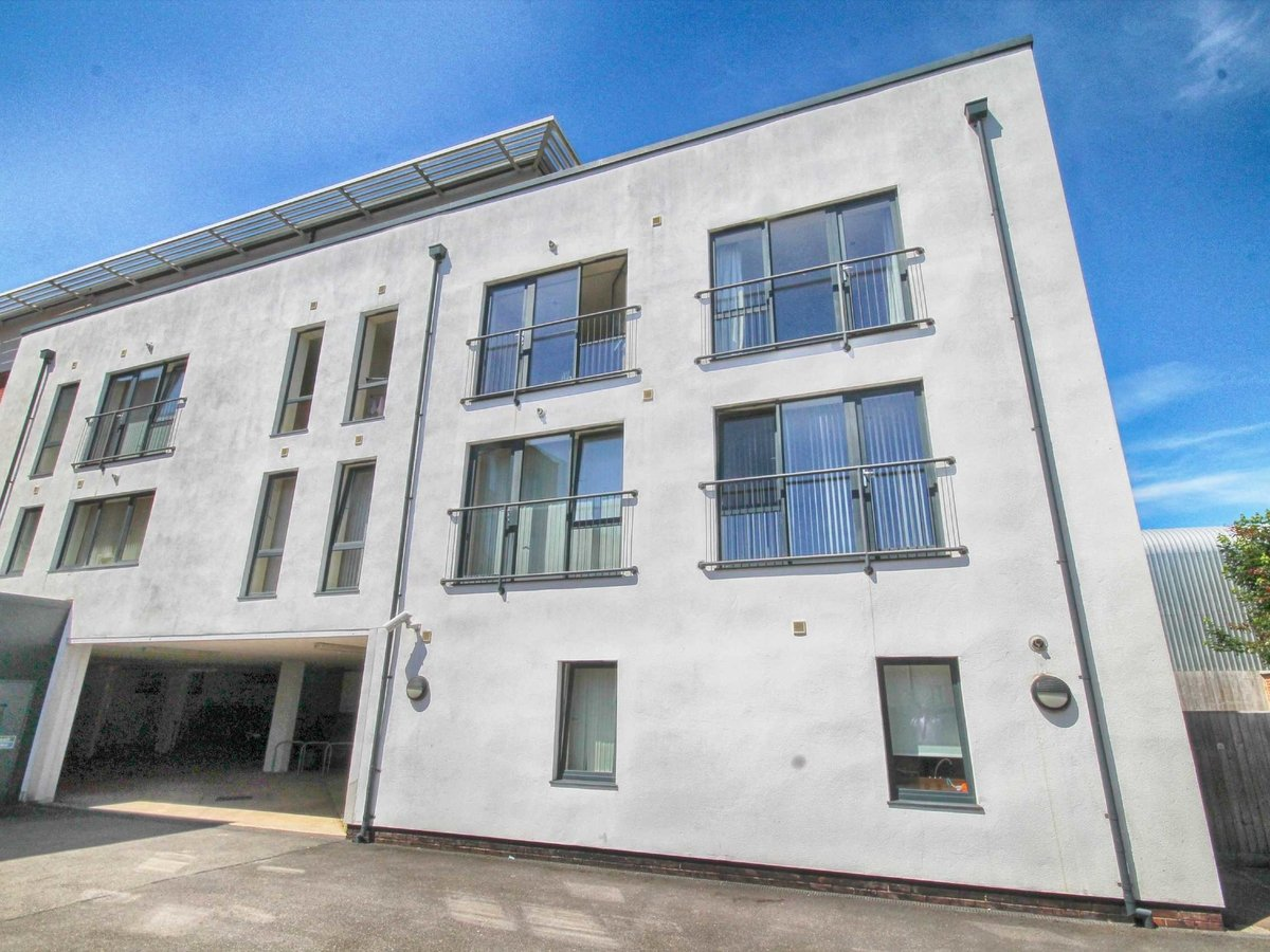 1 bedroom  Flat/Apartment for sale in Gloucestershire - Slide-11
