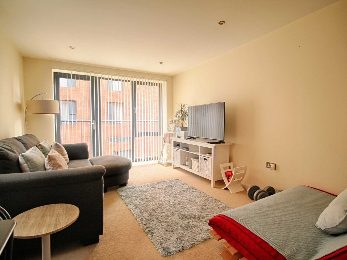 1 bedroom  Flat/Apartment for sale in Gloucestershire - Slide-2