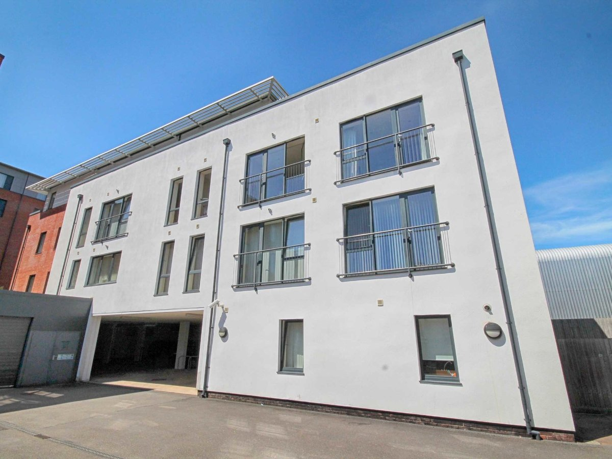 1 bedroom  Flat/Apartment for sale in Gloucestershire - Slide-6