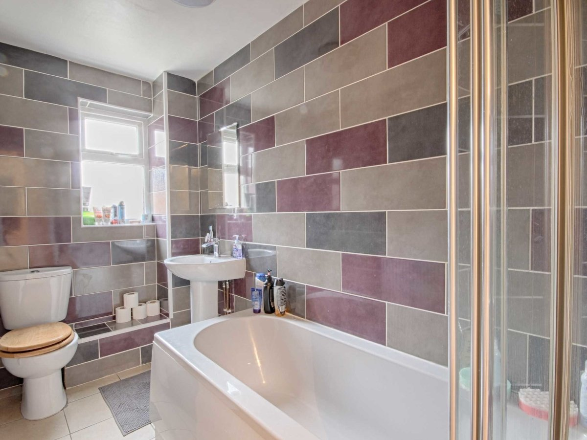 1 bedroom  Flat/Apartment for sale in Gloucestershire - Slide-8