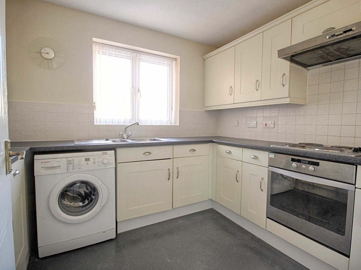 2 bedroom  Flat/Apartment for sale in Gloucestershire - Slide-3