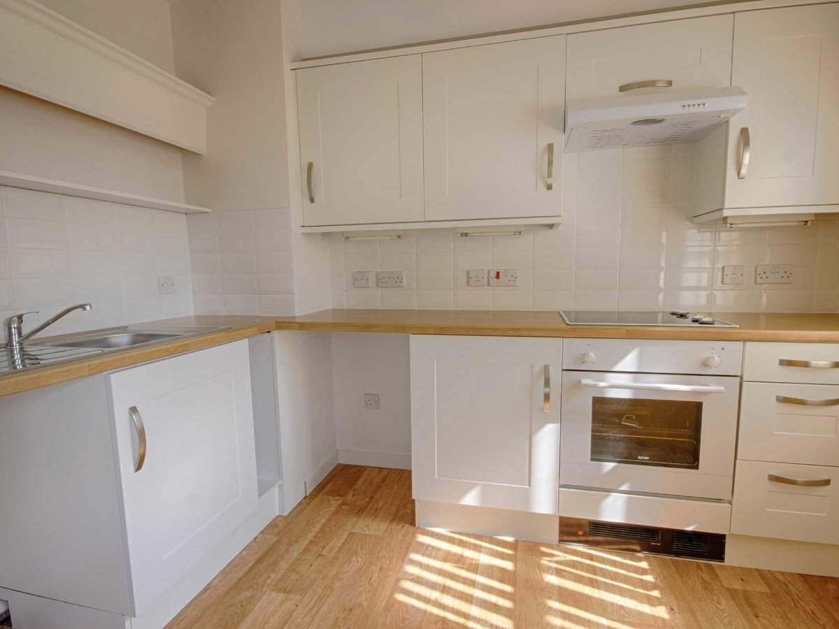 1 bedroom  Flat/Apartment for sale in Gloucestershire - Slide-4