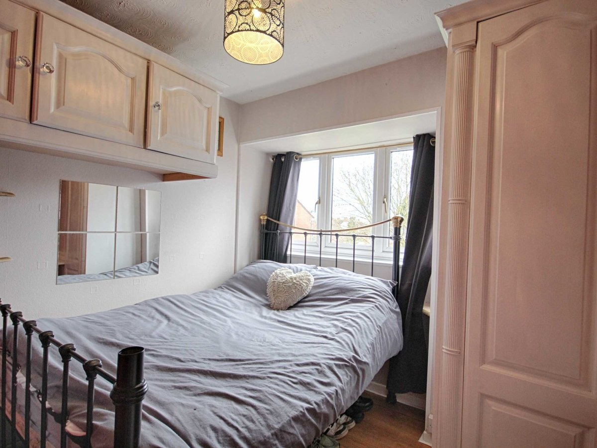 1 bedroom  Flat/Apartment for sale in Gloucestershire - Slide-5