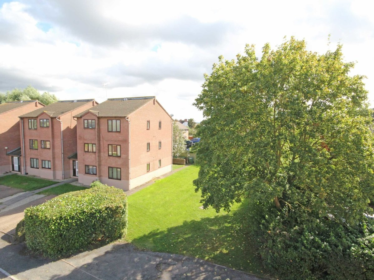 1 bedroom  Flat/Apartment for sale in Gloucestershire - Slide-9