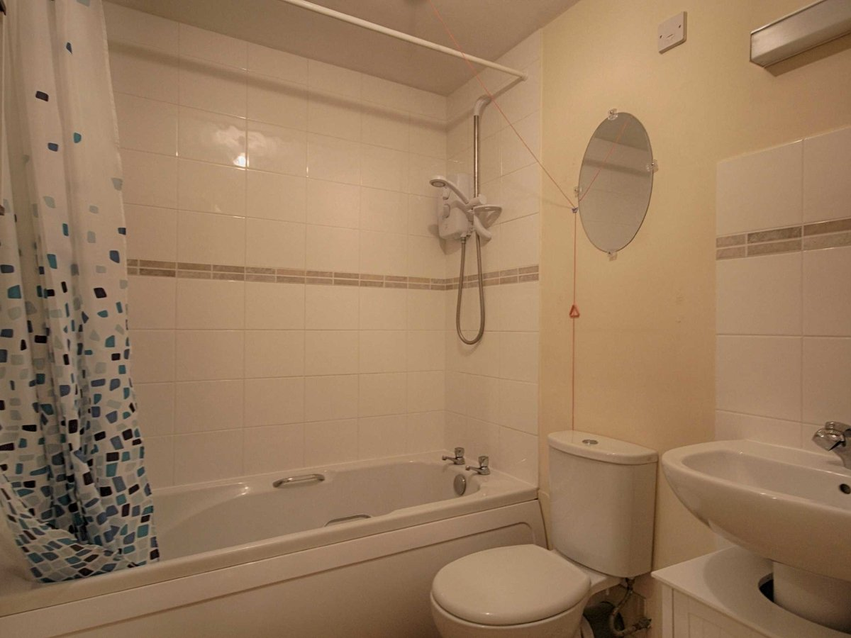 1 bedroom  Flat/Apartment for sale in Gloucestershire - Slide-14