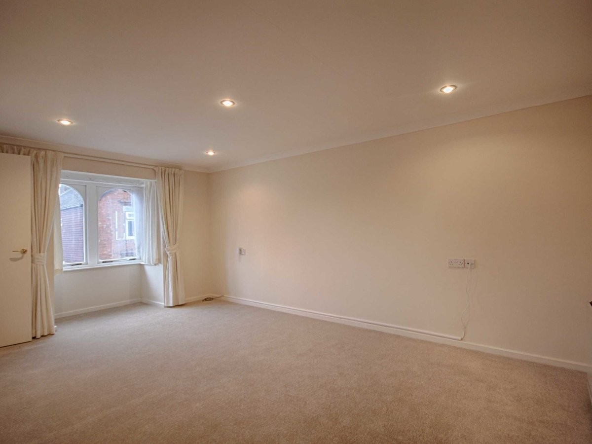 1 bedroom  Flat/Apartment for sale in Gloucestershire - Slide-12