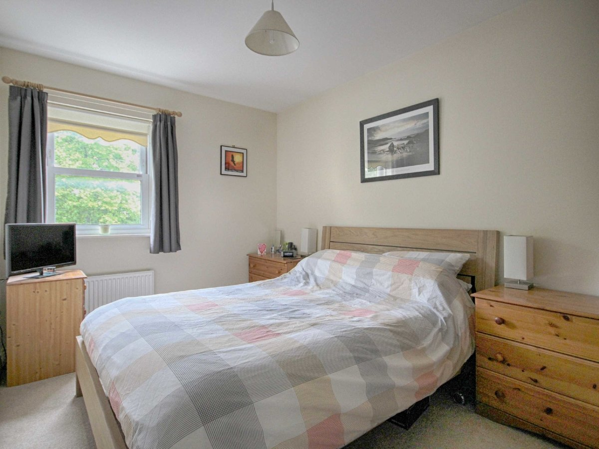 2 bedroom  Flat/Apartment for sale in Gloucestershire - Slide-9