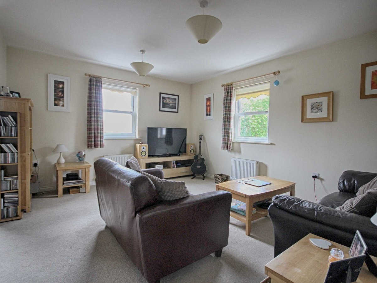 2 bedroom  Flat/Apartment for sale in Gloucestershire - Slide-2