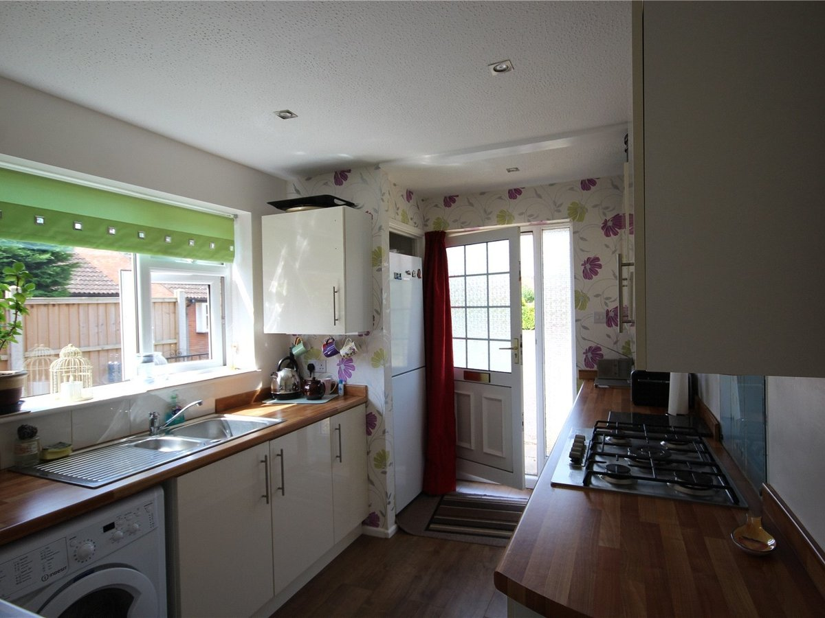 2 bedroom  Bungalow for sale in Gloucestershire - Slide-3