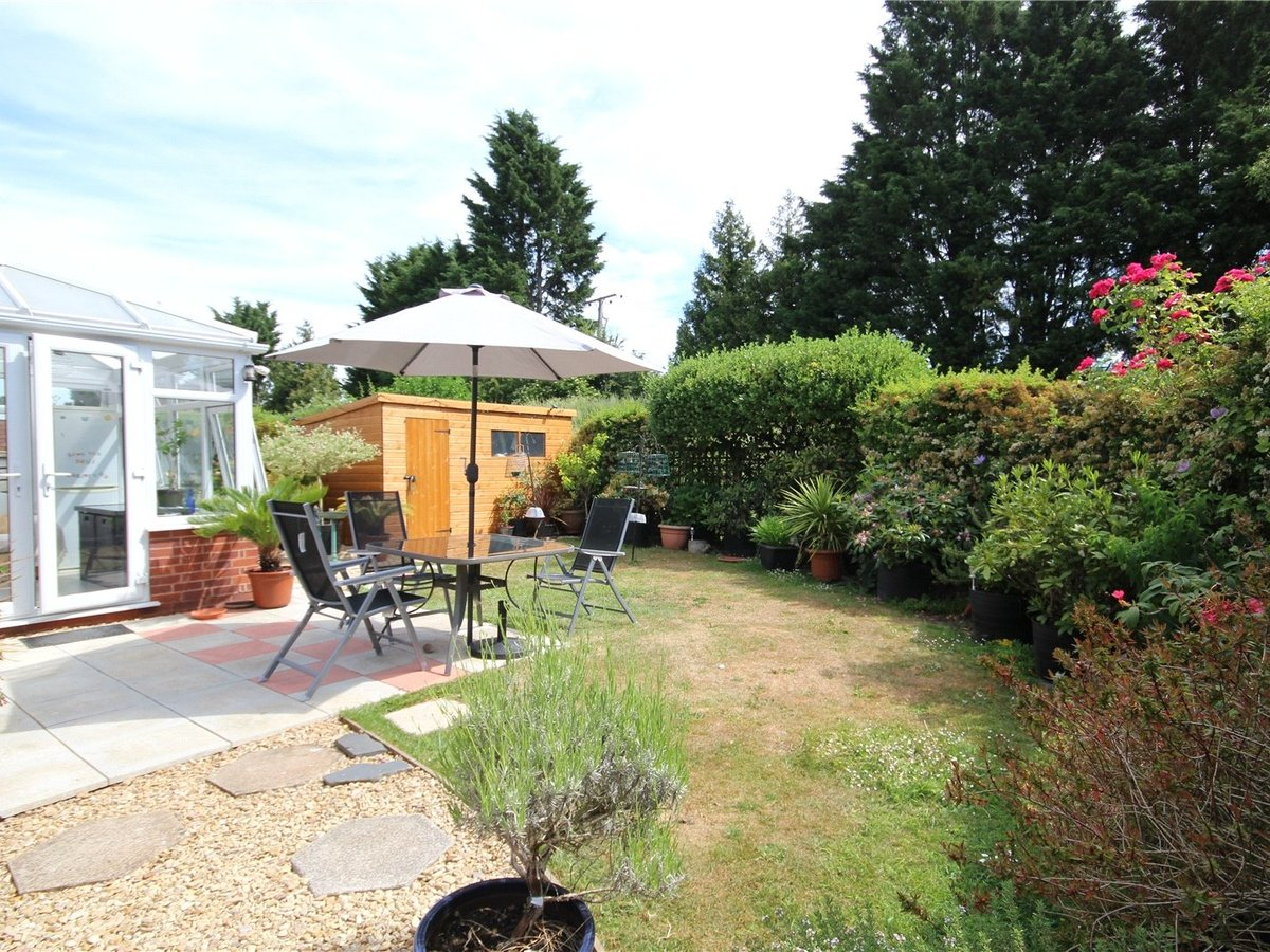 2 bedroom  Bungalow for sale in Gloucestershire - Slide-4