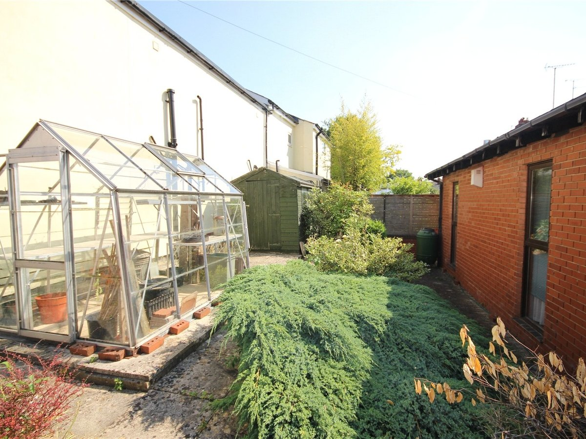 3 bedroom  Bungalow for sale in Gloucestershire - Slide-4