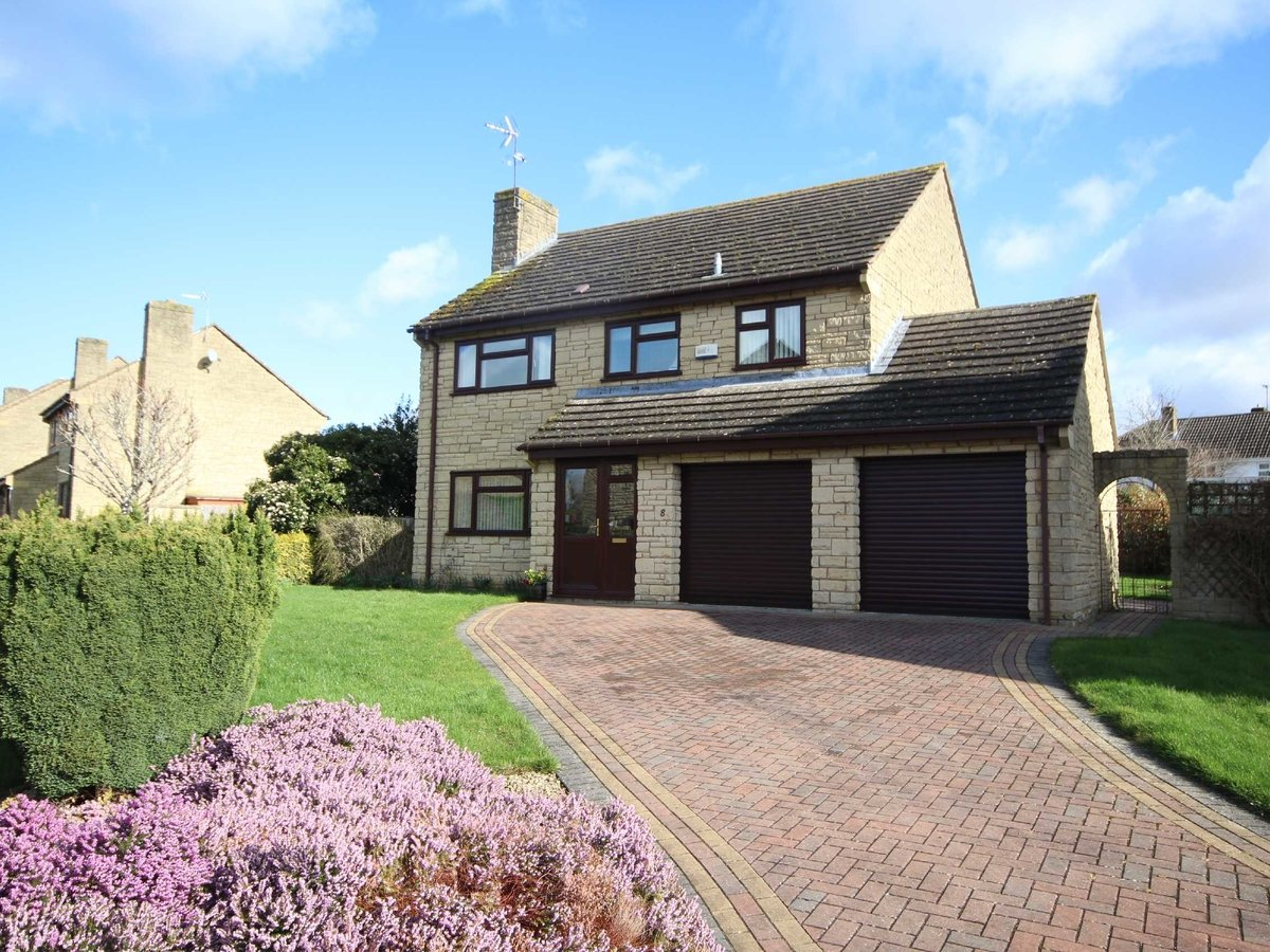 4 bedroom  House for sale in Gloucestershire - Slide-1